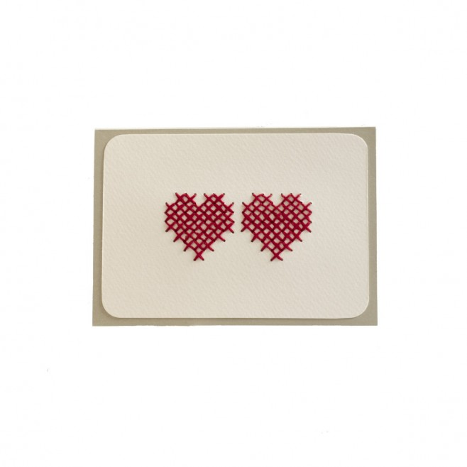 Картичка с бродирани сърца • крем
