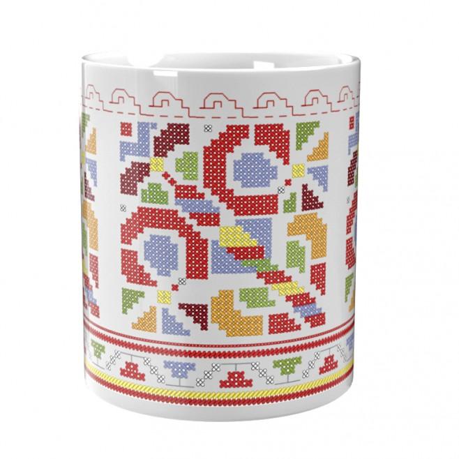 Чаша, украсена с българска шевица от района на Гоце Делчев