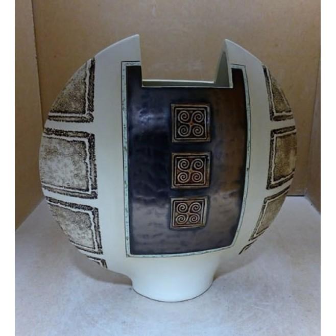 Керамика • Керамична ваза с декорация • модел 31